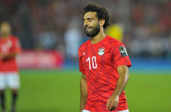 Bênh vực kẻ quấy rối, 'quả báo' đến sớm với Mohamed Salah - Bóng Đá