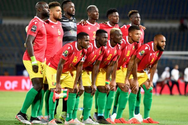 Hủy diệt Guinea, Mahrez và đồng đội phá vỡ lời nguyền 'đáng sợ' - Bóng Đá