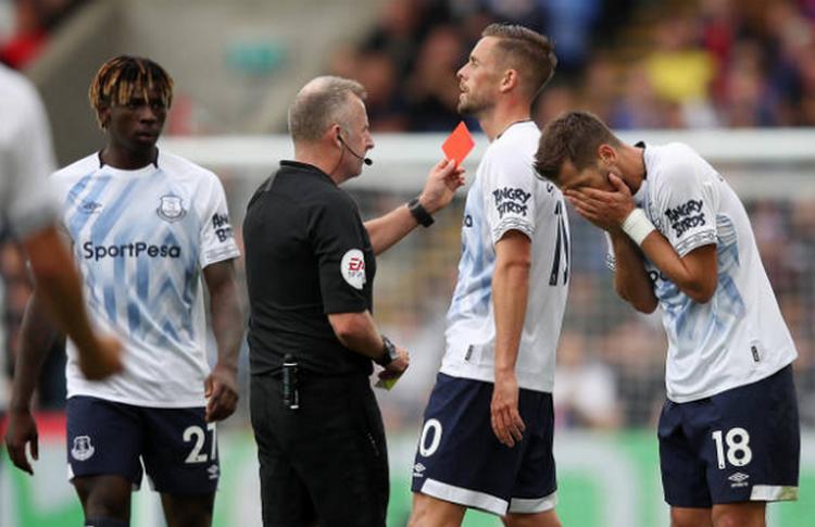 Cựu sao Man United nhận thẻ đỏ, Everton gây thất vọng ngày khai màn - Bóng Đá
