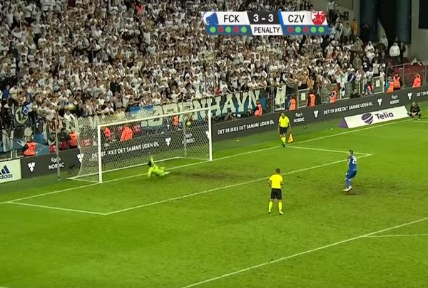 Champions League xuất hiện loạt pen 'kinh dị', 6 quả bay ra ngoài! - Bóng Đá