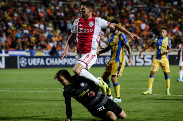 Nhận thẻ đỏ, Ajax gặp bất lợi lớn tại play-off Champions League - Bóng Đá