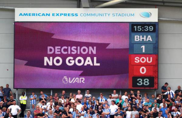 Số 10 báo hại, Brighton thất bại cay đắng trên sân nhà - Bóng Đá