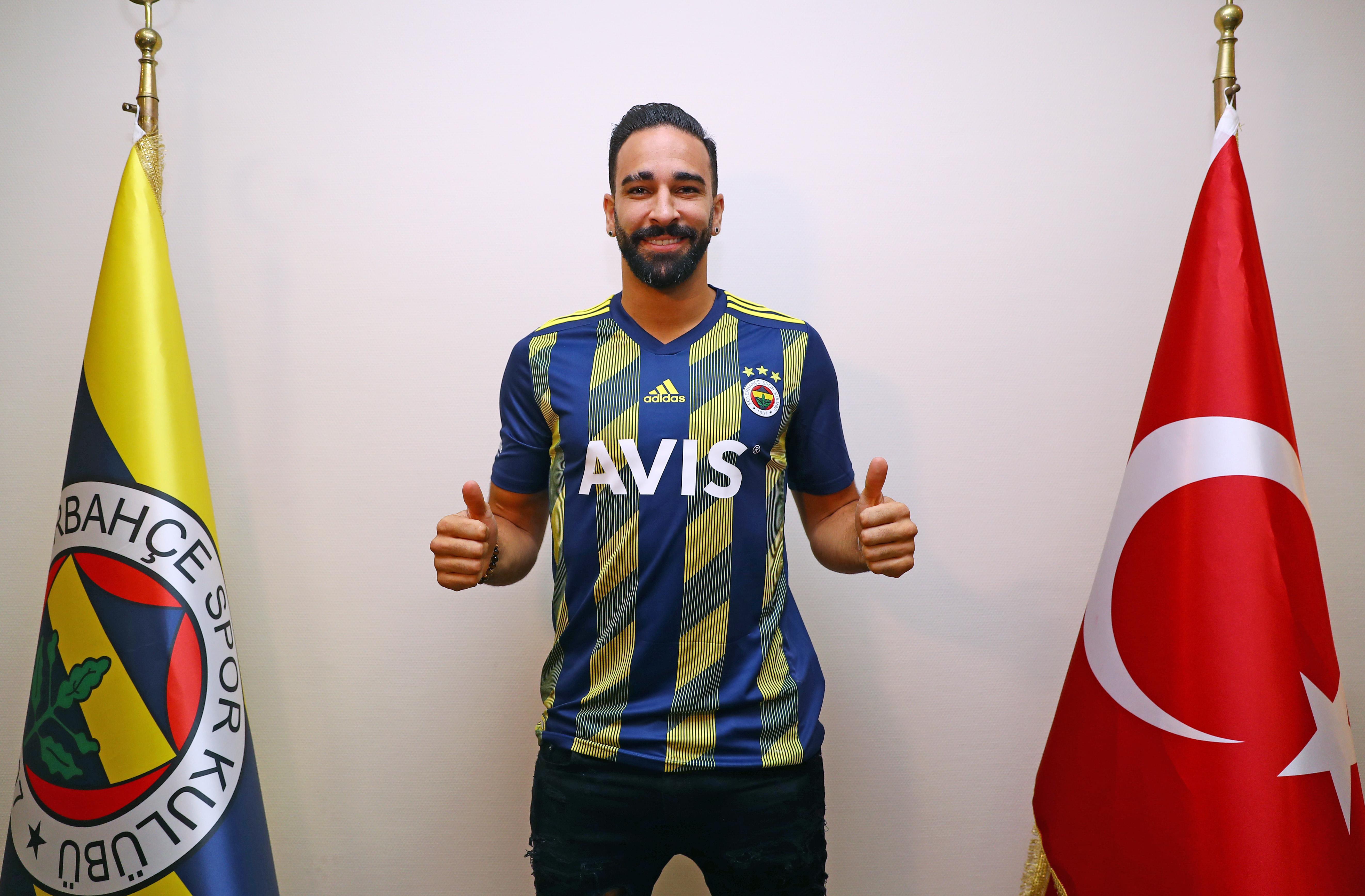 CHÍNH THỨC: Adil Rami gia nhập Fenerbahce - Bóng Đá
