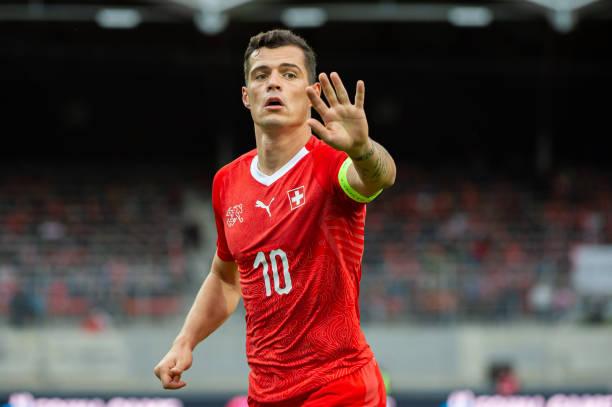 Thụy Sĩ thắng nhưng Xhaka gặp chấn thương - Bóng Đá