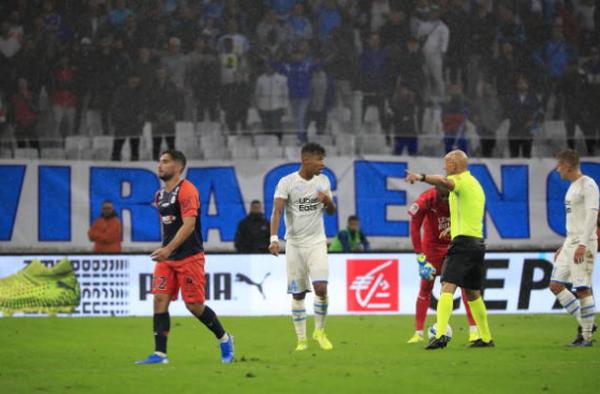 Hai phút ngắn ngủi, 3 cầu thủ Ligue 1 rủ nhau 'ăn' thẻ đỏ' (Marseille vs Montpellier) - Bóng Đá