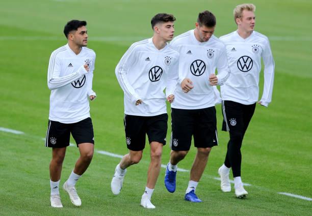 Đức tập luyện, Gnabry làm thủ môn - Bóng Đá