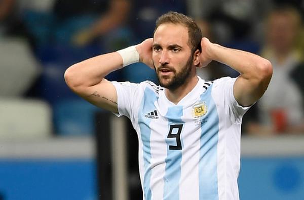 Messi bị cấm thi đấu, Argentina 'vô tình' tìm thấy sát thủ mới (Alario) - Bóng Đá