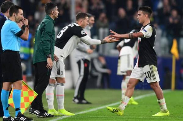 Cú đúp cuối trận, Dybala ngoạn mục 'giải cứu' Juve - Bóng Đá