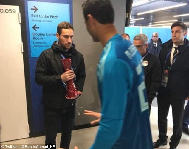 Theo đạo Hồi không bia rượu, thủ môn Ai Cập từ chối giải thưởng từ... Budweiser - Bóng Đá