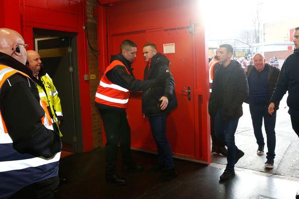 Không chỉ Mourinho, Man United đối xử 'phũ' với cả Rooney - Bóng Đá