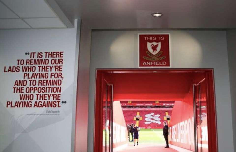Vì sao cầu thủ Liverpool bị cấm chạm vào logo 'This is Anfield'? - Bóng Đá