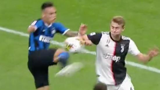 Bonucci nói gì trước tình huống chạm tay dẫn đến penalty của De Ligt? - Bóng Đá