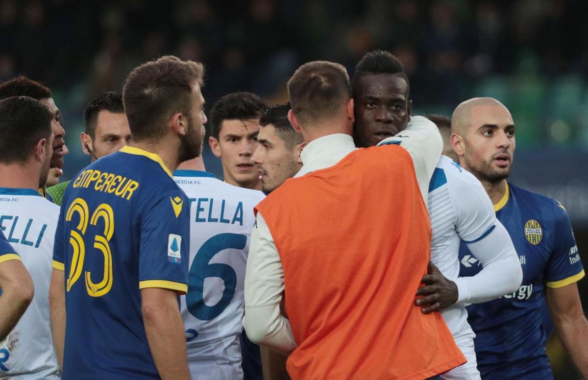Balotelli phá bóng, bỏ ngang trận đấu vì bị phân biệt chủng tộc - Bóng Đá