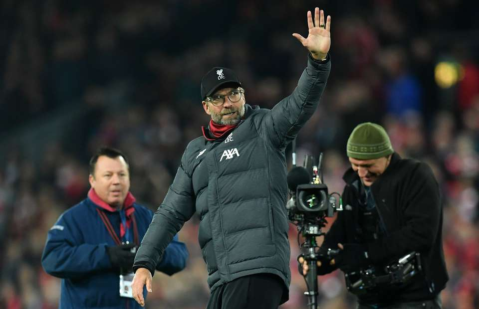 Jurgen Klopp told cameraman 'I'm not a clown' after being asked to do fist pumps - Bóng Đá