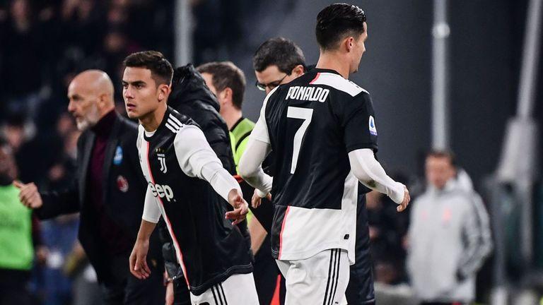 CĐV Barca hả hê nhìn cảnh Ronaldo liên tục bị thay ra - Bóng Đá