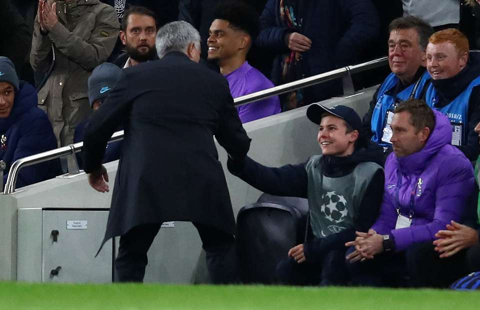 Jose Mourinho confirms ballboy from Spurs vs Olympiacos will have lunch with the squad - Bóng Đá