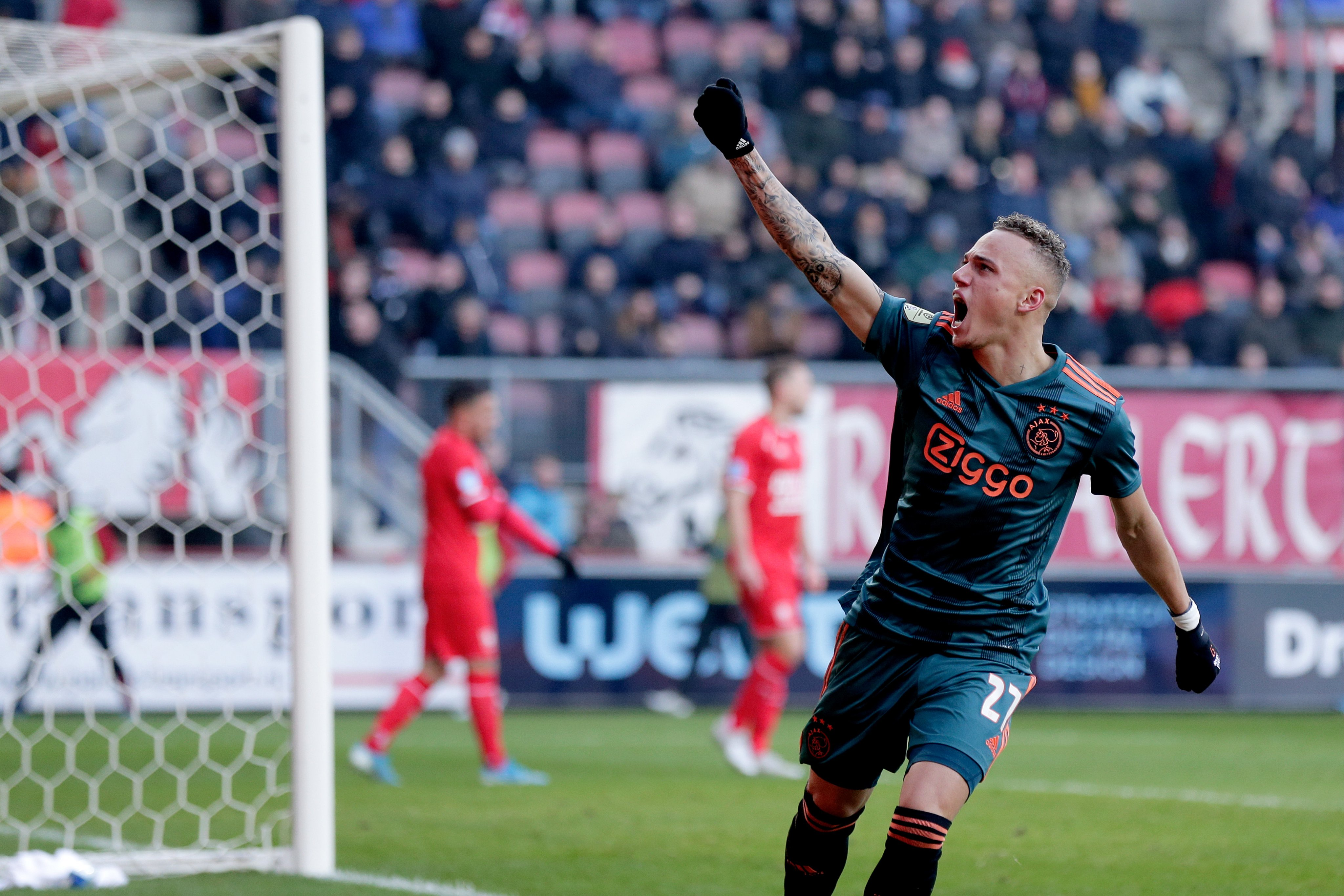 Sao trẻ lập hat-trick cho Ajax ngay trận đầu đá chính - Bóng Đá