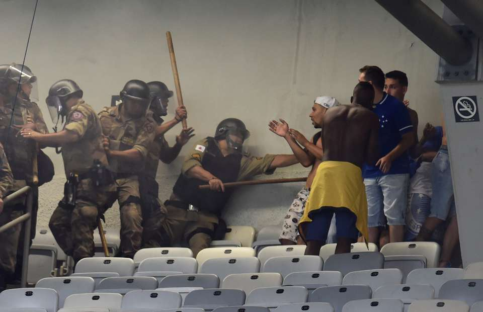 Cruzeiro fans caused carnage after they were relegated from Serie A for the first time in history - Bóng Đá