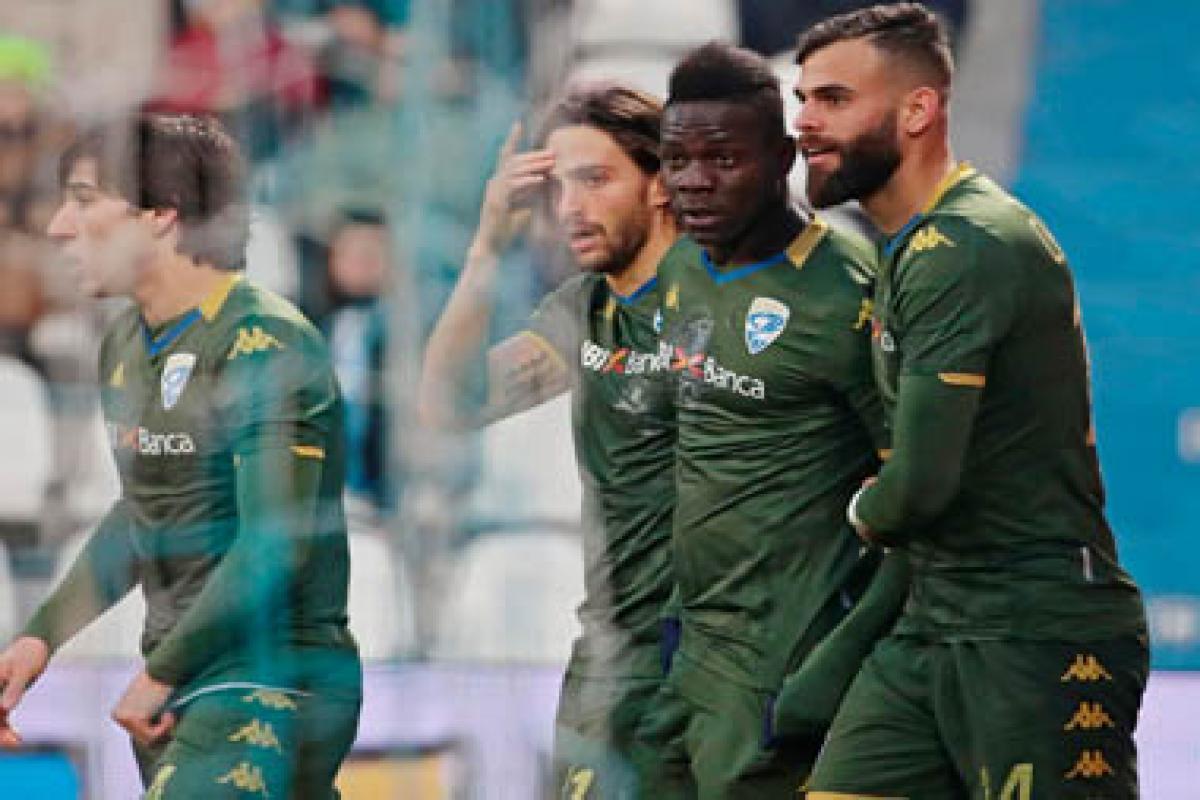 Balotelli: 'Just want to save Brescia' - Bóng Đá