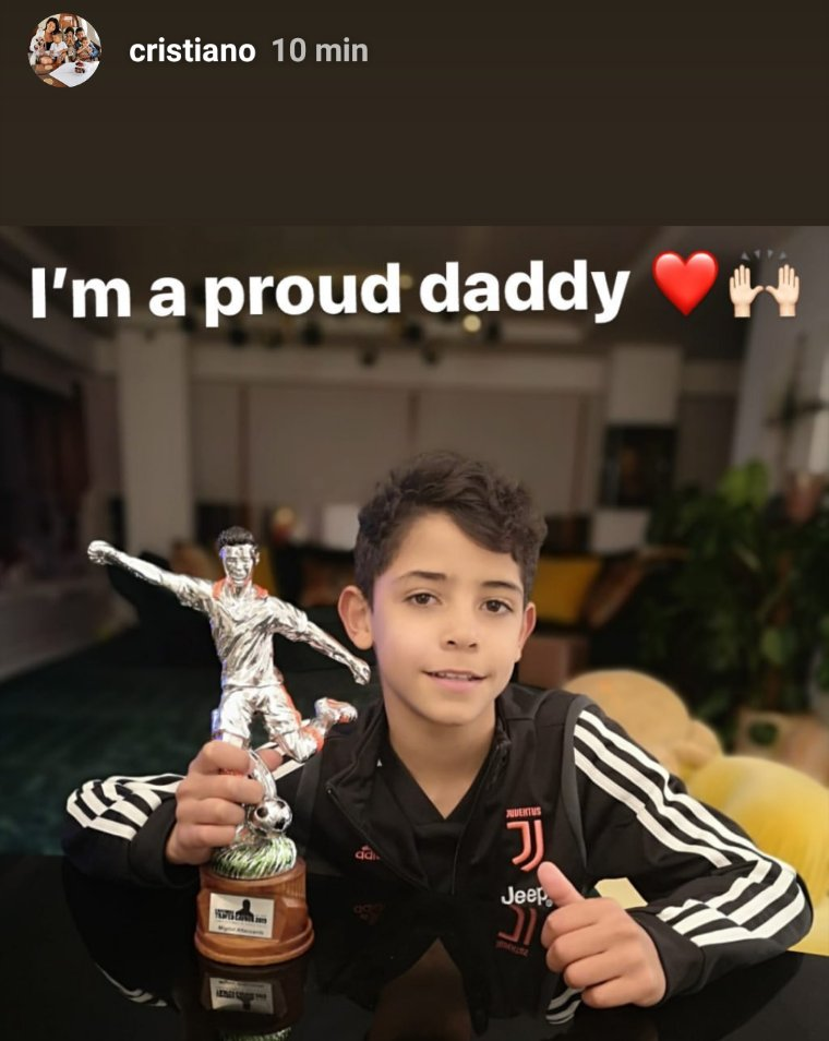 Cristiano Ronaldo Jr. wins best striker award at youth tournament with Juventus Under-9s - Bóng Đá