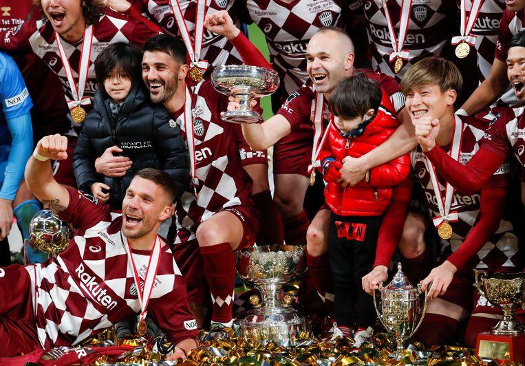 David Villa cùng Iniesta giành danh hiệu trong trận đấu cuối cùng của sự nghiệp - Bóng Đá