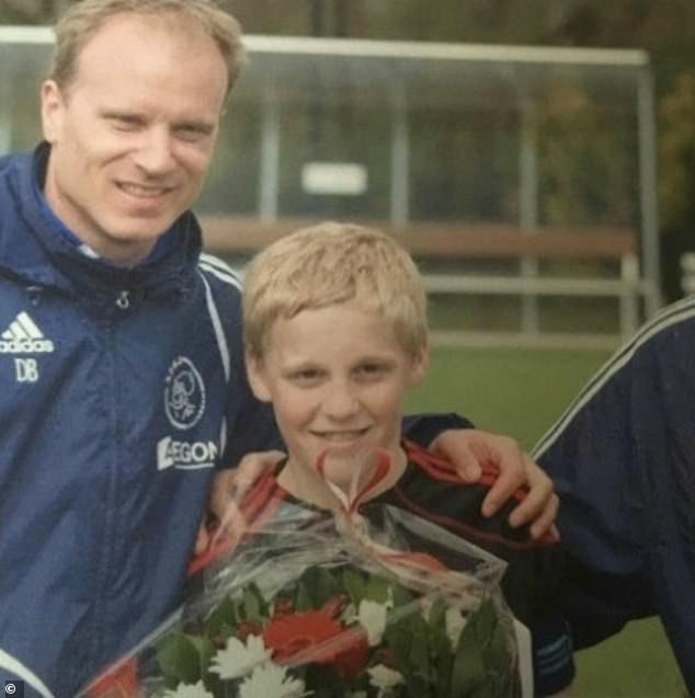 Donny van de Beek: Được Johan Cruyff khen ngợi, là mục tiêu của M.U từ 4 năm trước - Bóng Đá