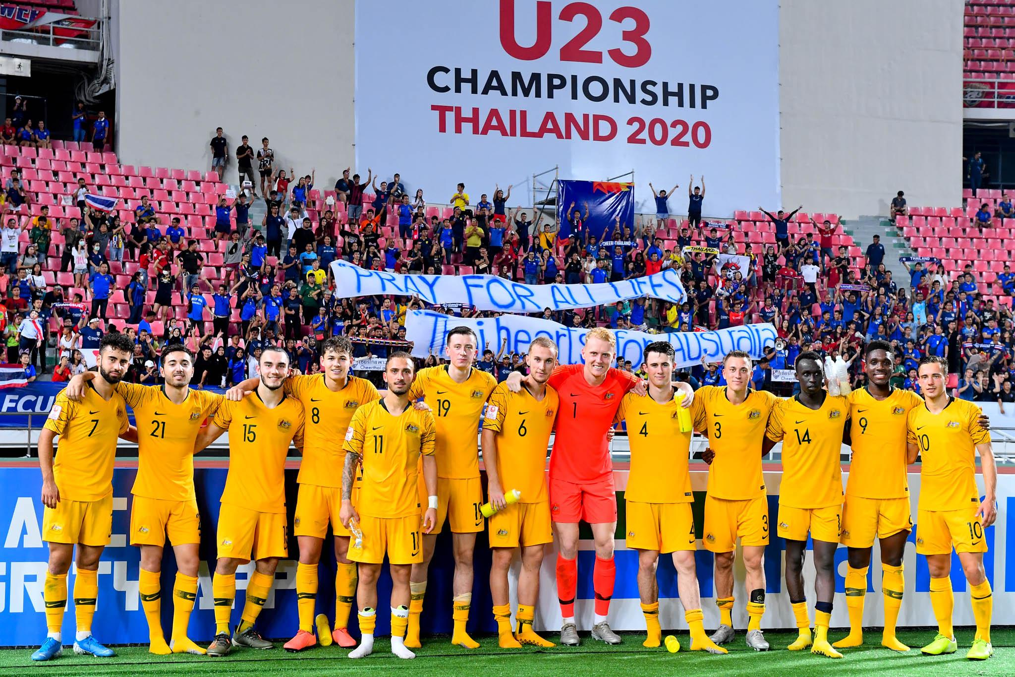 CĐV Thái Lan để lại ấn tượng đẹp trong ngày đội nhà thua ngược Australia - Bóng Đá