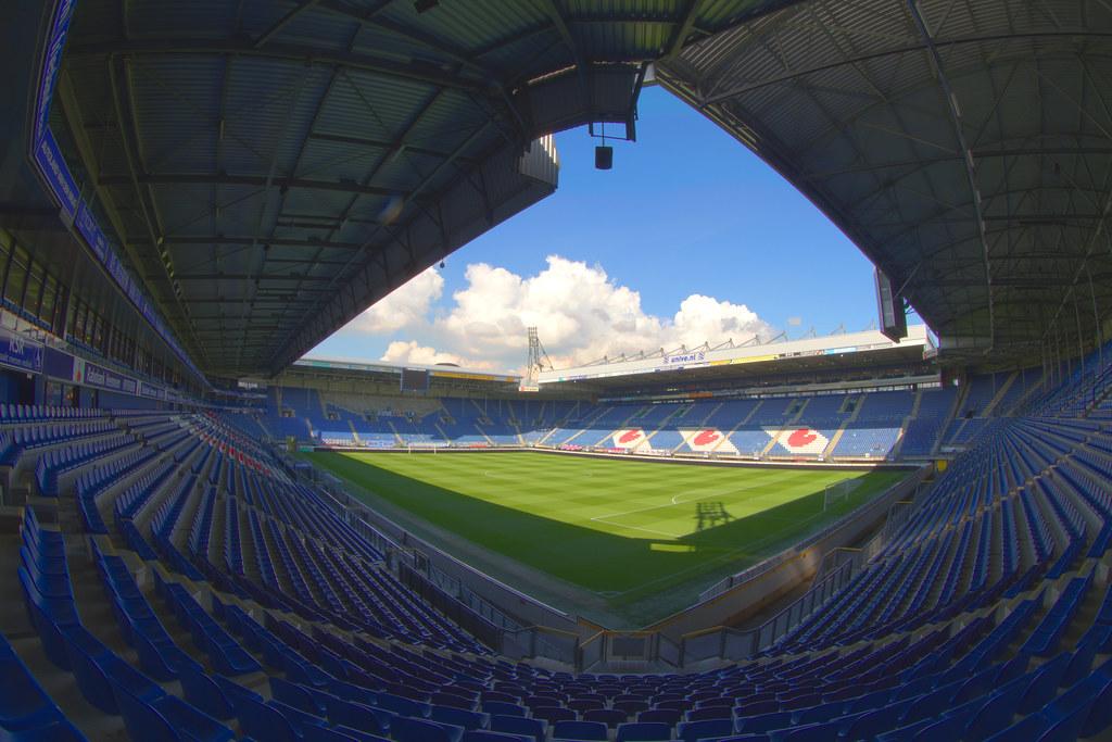 Shock at Heerenveen: big bang at Abe Lenstra Stadium, supporters escape - Bóng Đá