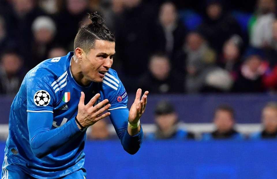 Cristiano Ronaldo has failed to score in 38 consecutive free-kicks for Juventus - Bóng Đá
