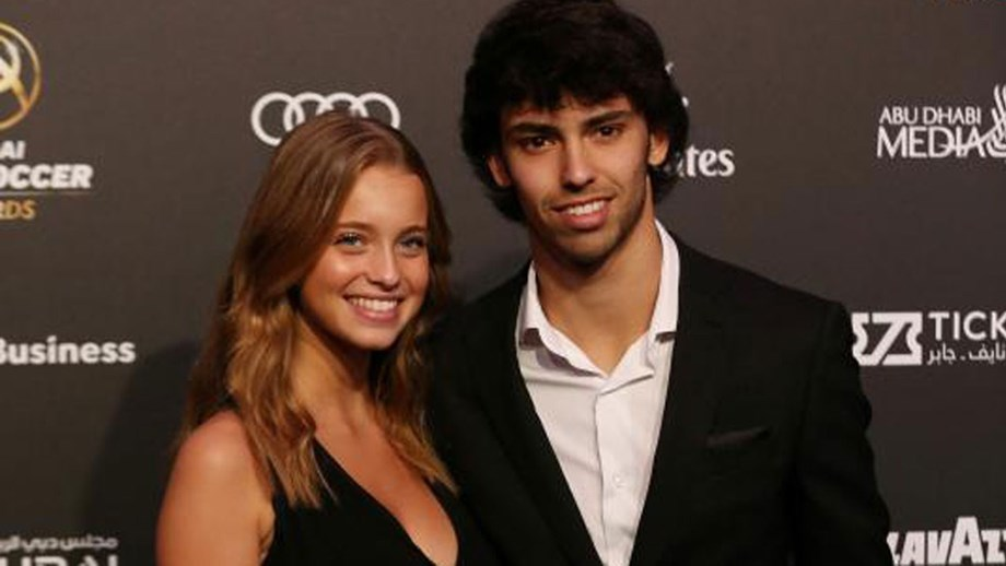 What trouble for Joao Felix: a girl posts a chat with him, his girlfriend gives him up - Bóng Đá