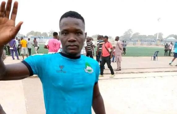 Nigerian footballer Martins dies after collapsing on the field - Bóng Đá