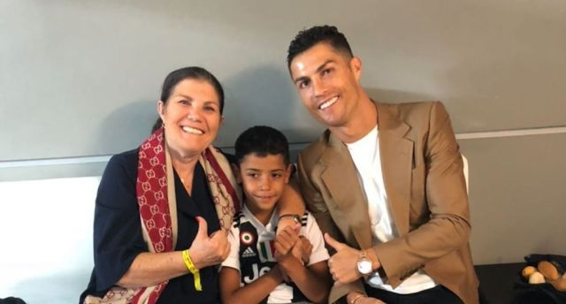 Ronaldo in quarantine, but Georgina goes shopping: storm in Portugal - Bóng Đá