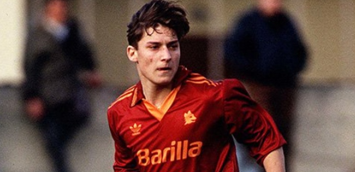 Totti remembers his debut: '27 years have passed. The love for Rome will never end 'PHOTOS and VIDEO - Bóng Đá