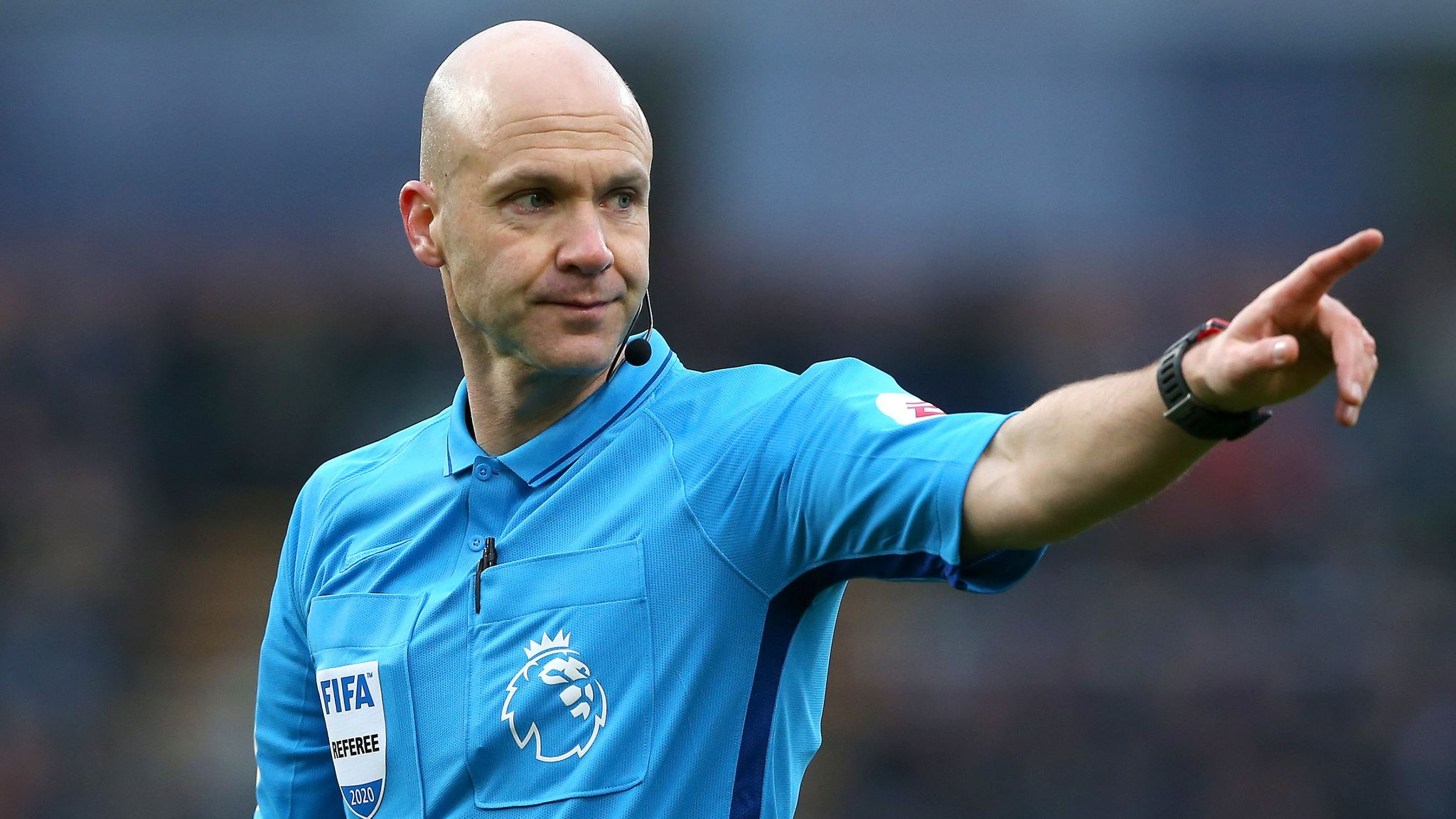 Premier referee Anthony Taylor volunteers for UK healthcare - Bóng Đá