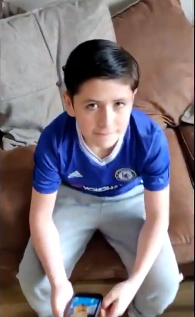 Father goes viral: son wants Ronaldo haircut and gets crescent from other Ronaldo - Bóng Đá