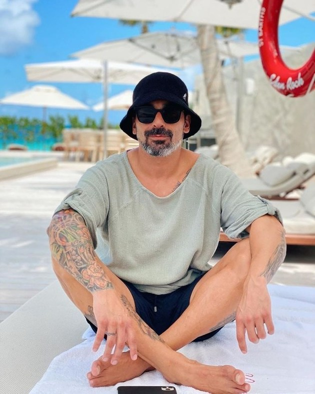 Lavezzi spent € 1.5 million on the quarantine with Natalia - Bóng Đá