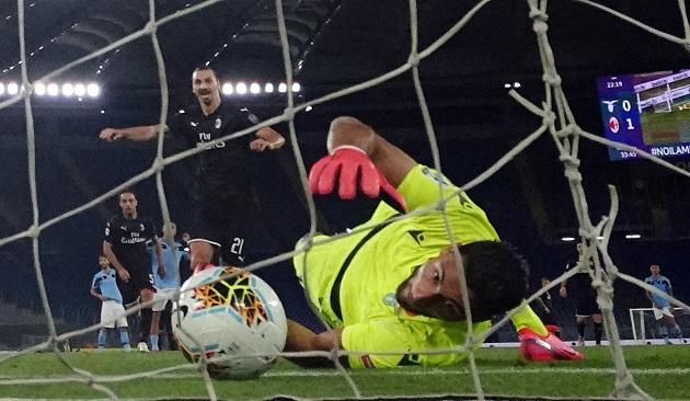 Zlatan ghi bàn, Milan hỗ trợ Juventus trên đường đua vô địch