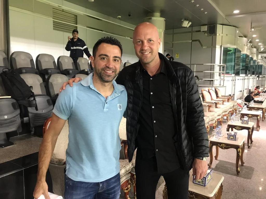 Xavi muốn mời con trai Johan về Barca làm việc cùng mình
