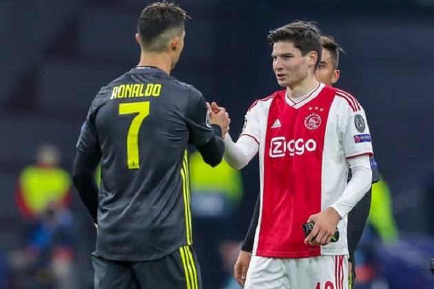 Đồng ý bán Van de Beek, Ajax giữ chặt sao trẻ từng vật ngã Ronaldo - Bóng Đá