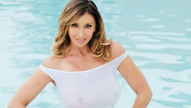Sabrina Salerno still enchants and in Spain a football team is born in her name: 'She made us dream ...' - Bóng Đá
