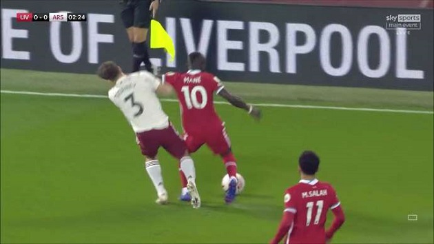 Liverpool v Arsenal: Sadio Mane 'lucky' to avoid straight red card early in match - Bóng Đá