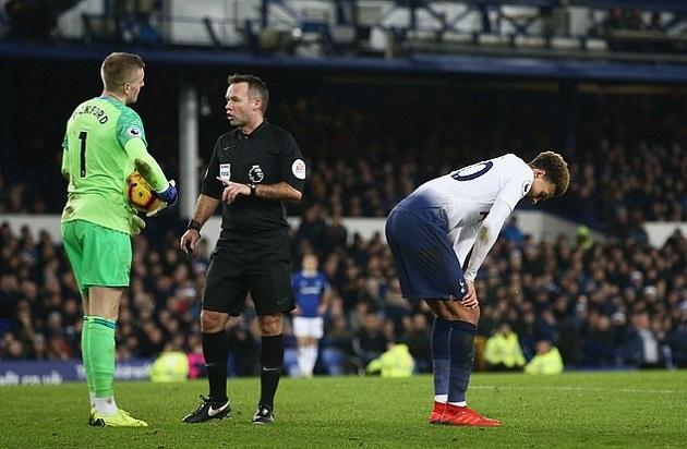 Everton 2-2 Liverpool: Jordan Pickford once made a similar tackle on Dele Alli - Bóng Đá