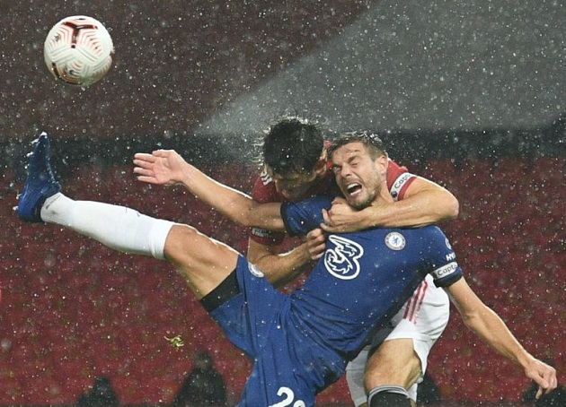 Former Premier League referee slams VAR official for not giving Chelsea penalty against Maguire - Bóng Đá