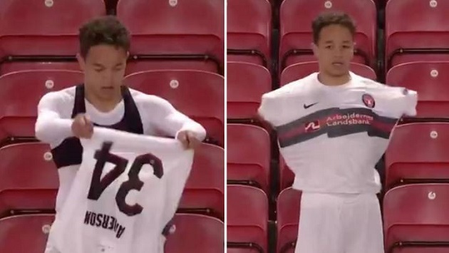(Video) Funny moment Midtjylland player seemingly forgets how to put a shirt on - Bóng Đá