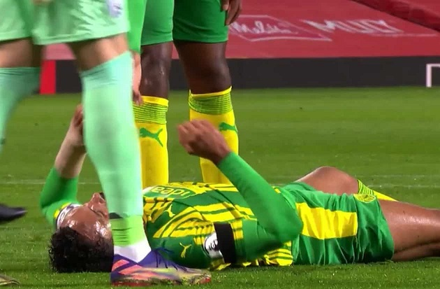 Man United vs West Brom: Harry Maguire floored Kyle Bartley with volley straight in the face - Bóng Đá