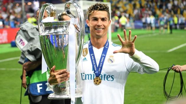 SỐC! Alexis Sanchez nhận tối hậu thư từ Ronaldo cho việc 'chọn số áo' - Bóng Đá