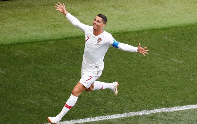 'Messi không phải Ronaldo, không có tư chất thủ lĩnh' - Bóng Đá