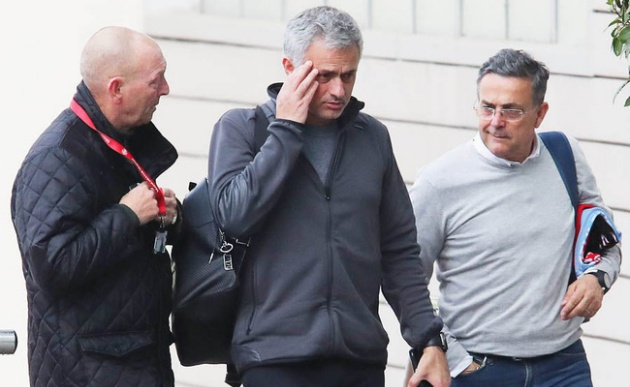 BIẾN CĂNG ở Man Utd: Mourinho không quản nổi các học trò - Bóng Đá
