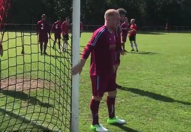SỐC: Huyền thoại Man Utd nhận lời ra sân ở tuổi 43 - Bóng Đá
