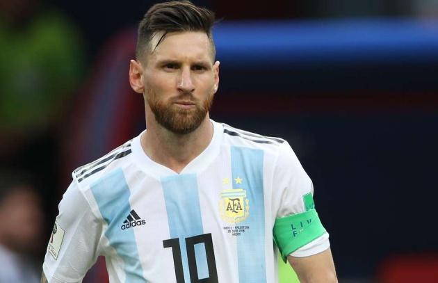 Argentina 'tri ân' Messi, sao Man Utd tỏ rõ thái độ không hài lòng - Bóng Đá